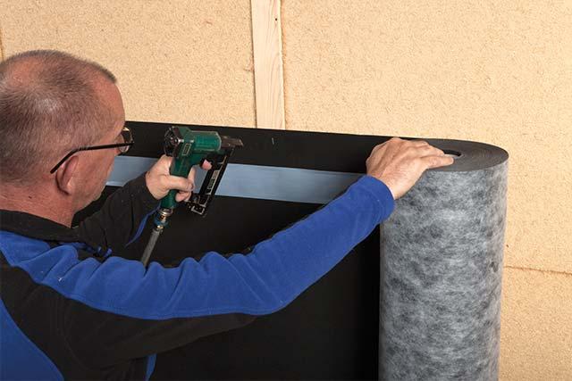 Benzi adezive de etansare la aer a ferestrelor si usilor